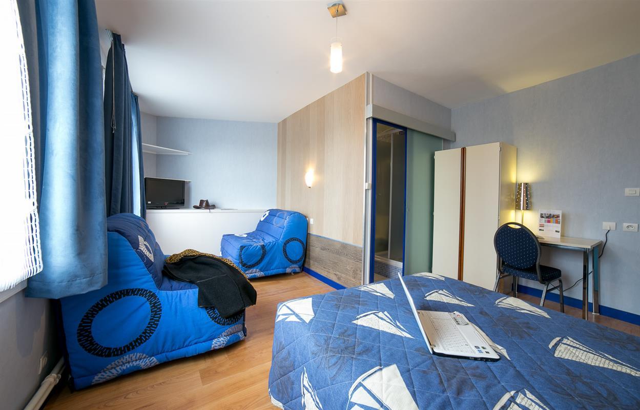 chambre quadruple chambres hotel la trinite sur mer nuits et s jours crac 39 h dans le morbihan. Black Bedroom Furniture Sets. Home Design Ideas